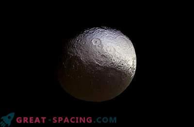 Cassini tegi uue Yapeti satelliidipildi