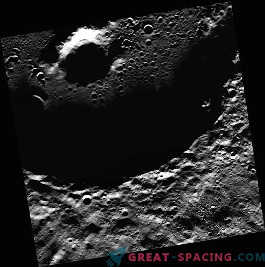 NASA sai kõigepealt Mercury fotosid jääst.