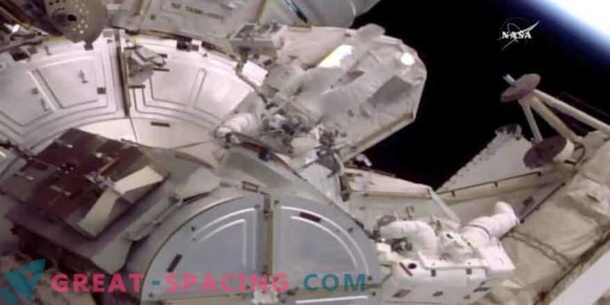 Vee lekkimine seadmetes vähendas aega kahe astronauti ruumi sattumiseks