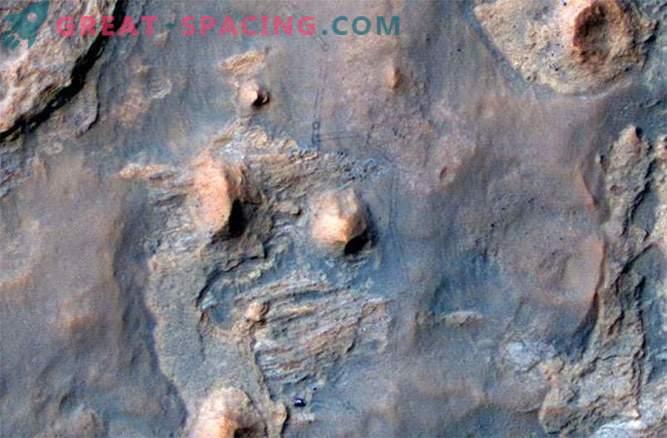 Curiosity roveri robotit jälgib tema sõber ja kaaslane Mars Reconnaissance Orbiter