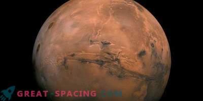 Iseliikuvad rändurid, kes uurivad Maroko kõrbe tulevaste Marsi uuringute jaoks