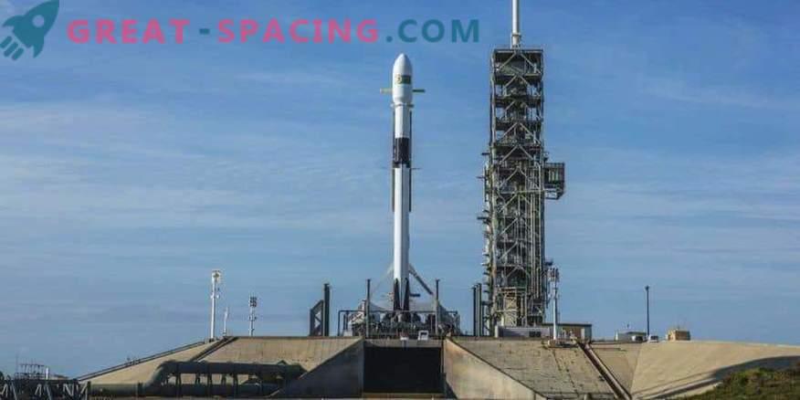 Satelliidiga käivitatud uuendatud SpaceX rakett