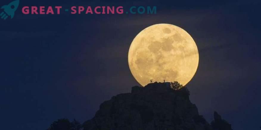 Kuu võtab esimest korda 150 aasta jooksul ebatavalist värvi.