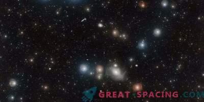 Monster galaktika ahju klastris