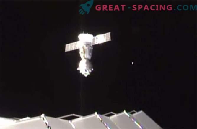 Astronaudid maandusid edukalt pärast eepilist ruumi kosmoses.
