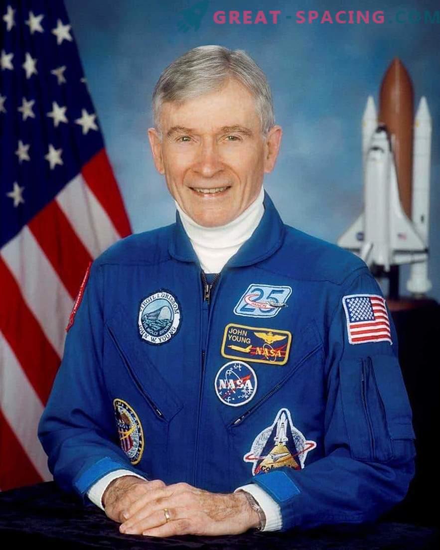 Legendaarne astronauti John Young suri.