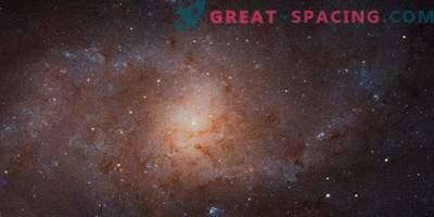 Hämmastav kolmnurga galaktika Hubble'i uuringus
