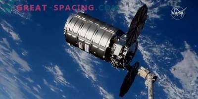 Kaubalaev Cygnus võtab ISS-i prügi välja