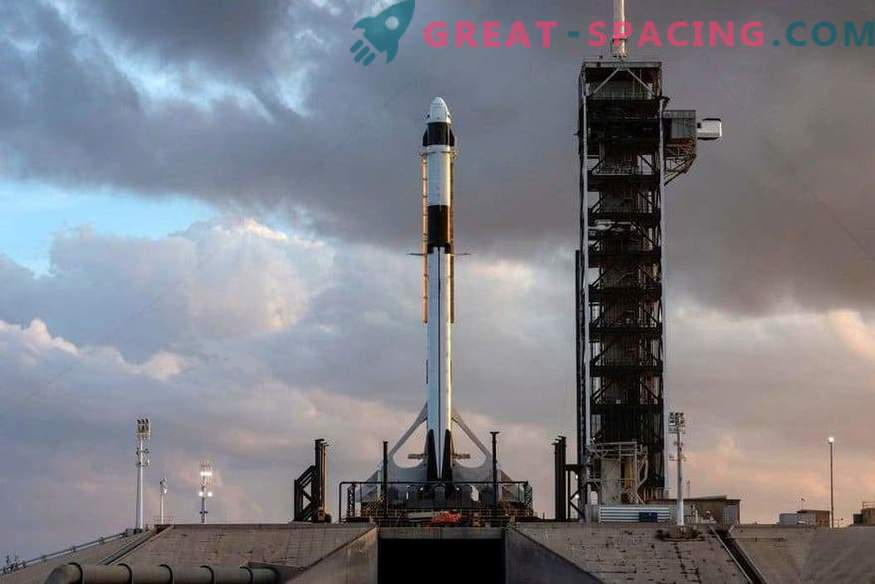 Esimene SpaceX meeskond käivitusplaadil
