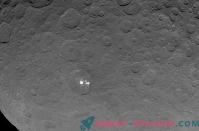 Müstilised laigud Ceresil on jää valguse peegeldus