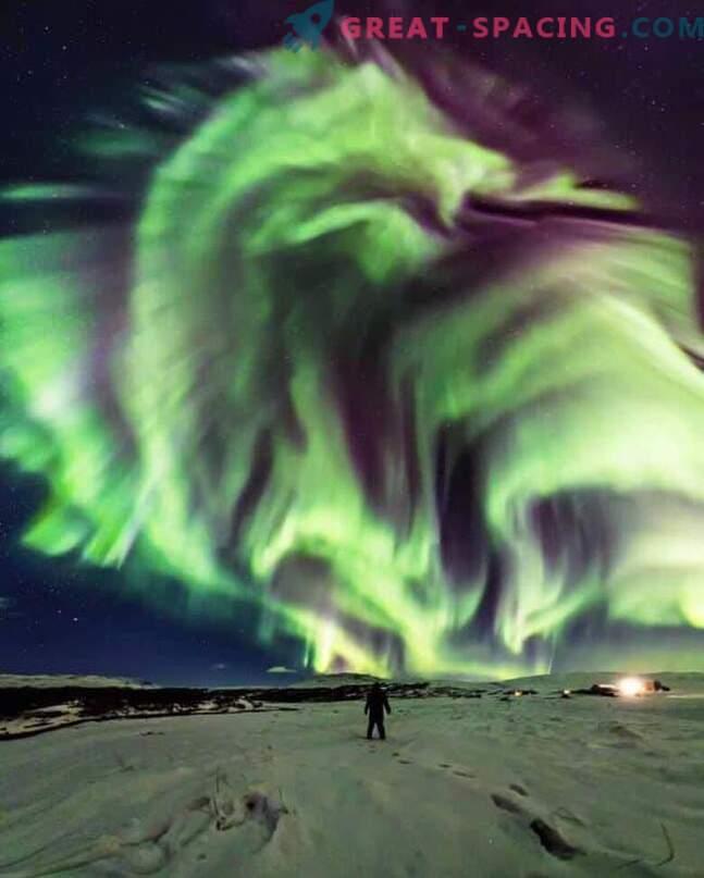 Lohe paistis üle Islandi.