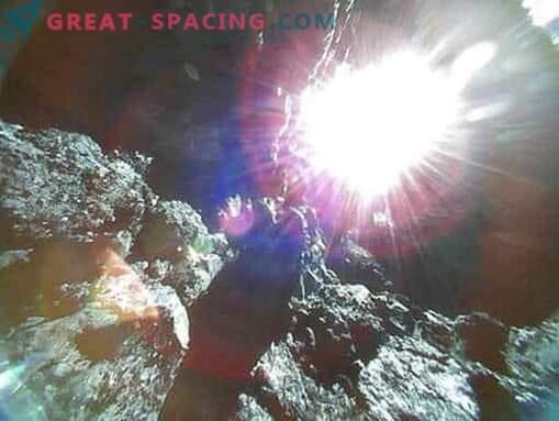 Ryugu asteroidne kivine pind Jaapani roverite ülevaates